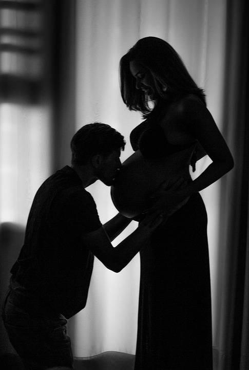 怀孕期间出现羊水浑浊胎儿还在打嗝的现象该怎么办