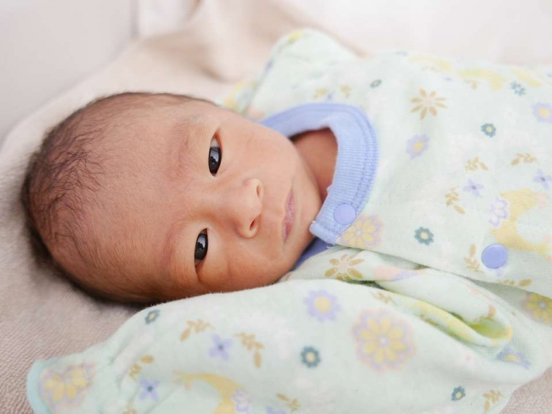出生十天的宝宝一次吃多少你知道出生十天宝宝表现有哪些吗